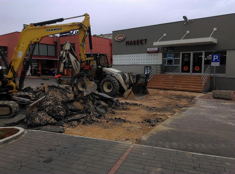 Bageri prekopavaju novi asfalt