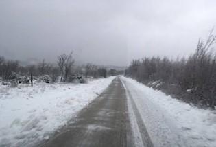Snijeg ponovno nakratko zabijelio Labinštinu, problema u prometu nije bilo