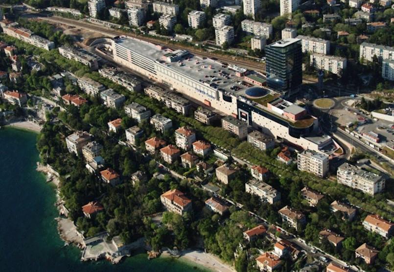 Student iz Raše smrtno stradao nakon pada s krova Tower centra