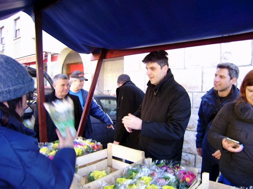 IDS ženama dijelio cvijeće povodom Dana žena / Dan žena čestita i SDP
