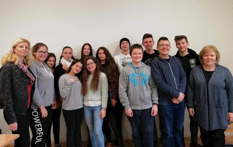 """Učenici Srednje škole Mate Blažine sudjelovali u projektu """"Europski kviz o novcu"""""""