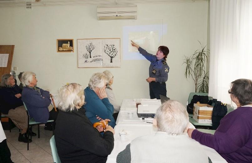 Korisnici Dnevnog centra Marcilnica u Labinu educirani o sigurnosti u prometu