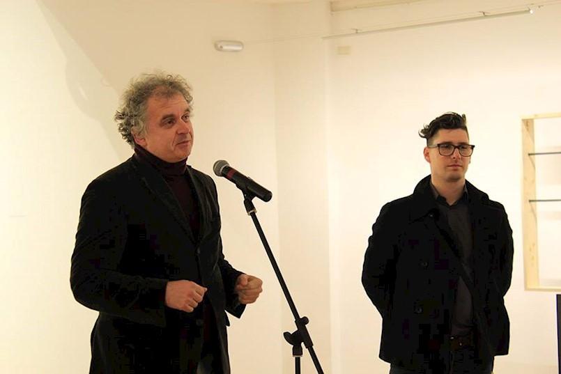 """Otvorena samostalna izložba """"DeKonstrukcija slike""""  autora Mihaela Puntarića"""