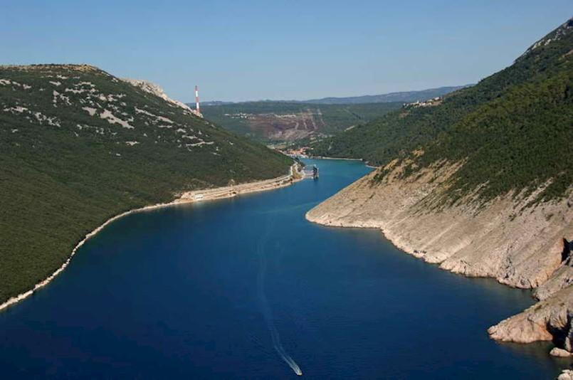 LNG terminal u 'uništenom' Plominskom zaljevu je politička izjava