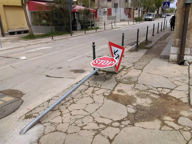 Labin: Opet srušen znak na Trgu rudara