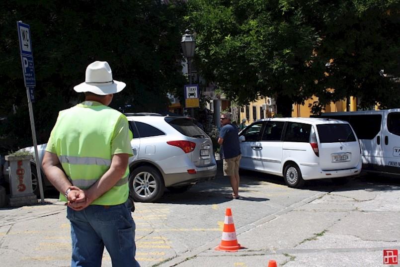 Višom cijenom parkirne karte štiti se Titov trg u labinskom Starom gradu