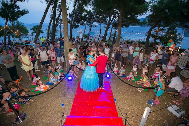 Ljetnim karnevalom počinje veselo festivalsko ljeto u Rapcu