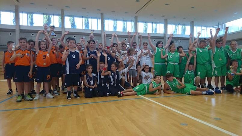 [FOTO] Poziv za upis u školu košarke / Mini-basket KK Labin: mališani na turniru u Novigradu osvojili odlično 4. mjesto