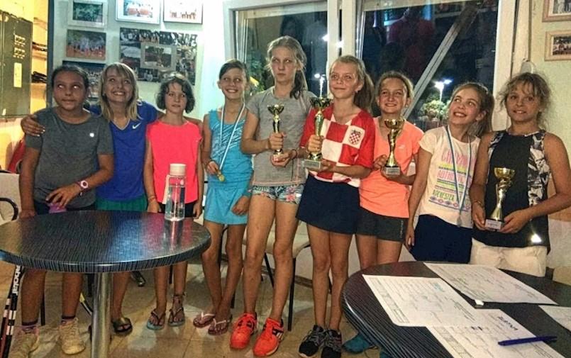 Uspješne male tenisačice Rapca