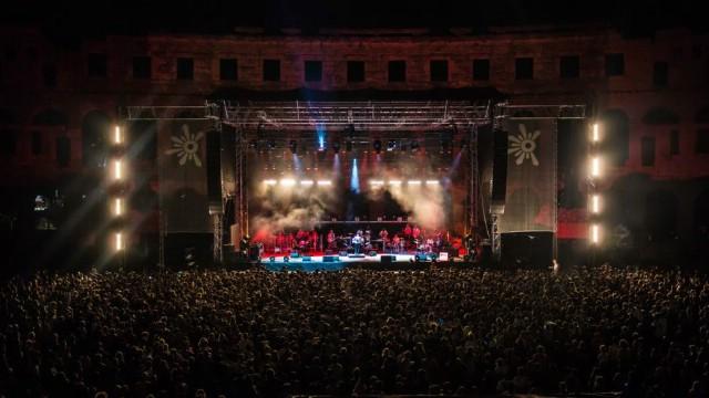 S više od 60 glazbenika na sceni i punim gledalištem iz cijelog svijeta u Areni otvoren 10. Outlook festival