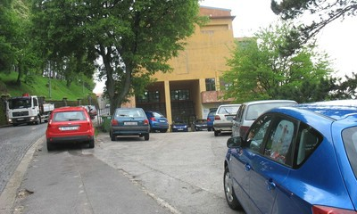Nesavjesno parkiranje u Labinu: Samo su skoknuli na kavu…