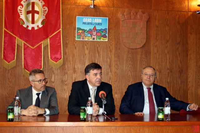 Carel Adriatic i Benetton potpisali ugovor o preuzimanju proizvodne hale