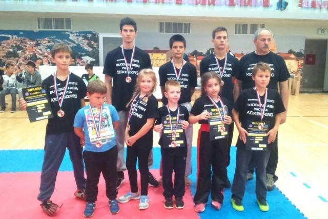 """Labinjanima  12  medalja na kickboxing natjecanju """"Istrian  kickboxing  Challenger"""" u Novigradu"""