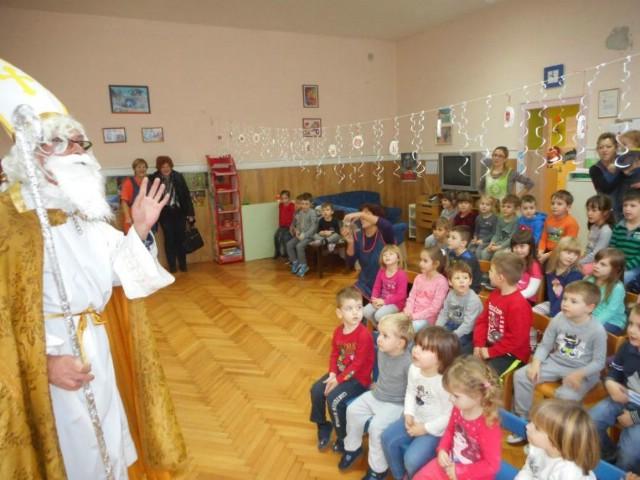 Sv. Nikola u raškom vrtiću s punom vrećom darova