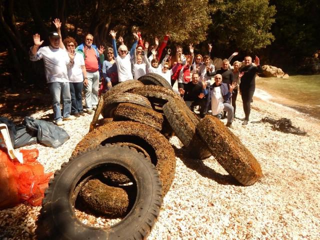 U eko-akciji čišćenja podmorja i plaže Šeničina prikupljeno oko 100 kg otpada i 10 kamionskih guma