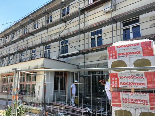 Radovi na obnovi fasade, sanaciji oborinske kanalizacije i zamjeni elektroinstalacija u Srednjoj školi Mate Blažine teku po planu