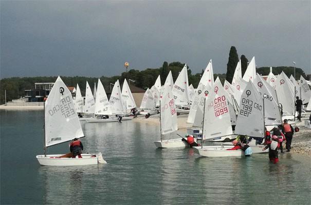 Otvoreno prvenstvo Istarske županije za klase Optimist, Laser 4.7 i Laser Radial. Manola Miletić prva u konkurenciji djevojčica do 12 godina!