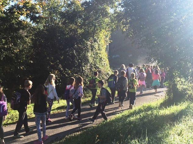 Školarci Osnovne škole Vladimira Nazora Potpićan obilježili Međunarodni dan pješačenja