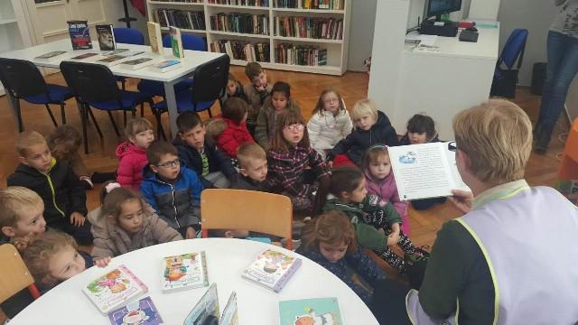 Raša: Vrtićarci posjetili novootvorenu knjižnicu