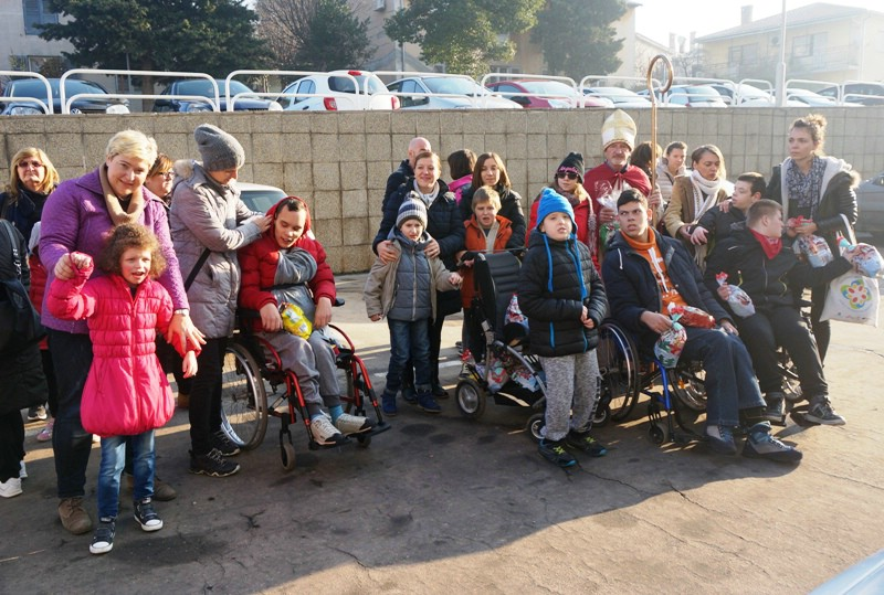 Djeca iz Centra Liče Faraguna posjetila istarsku policiju i dobila darove
