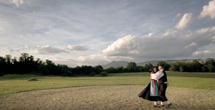 [VIDEO] Predstavljen dokumentarni film `Dvajset koraki` povodom 20 godina postojanja KUD Zlatela iz Kršana