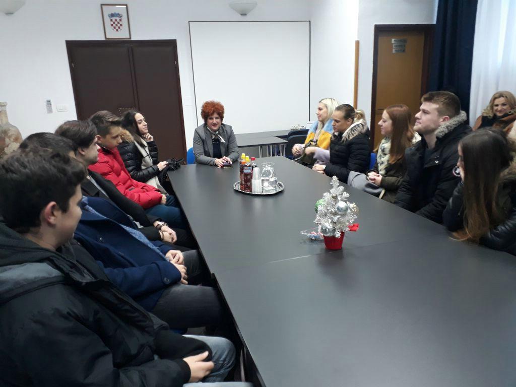 Općina Raša: Potpisani ugovori s novim stipendistima