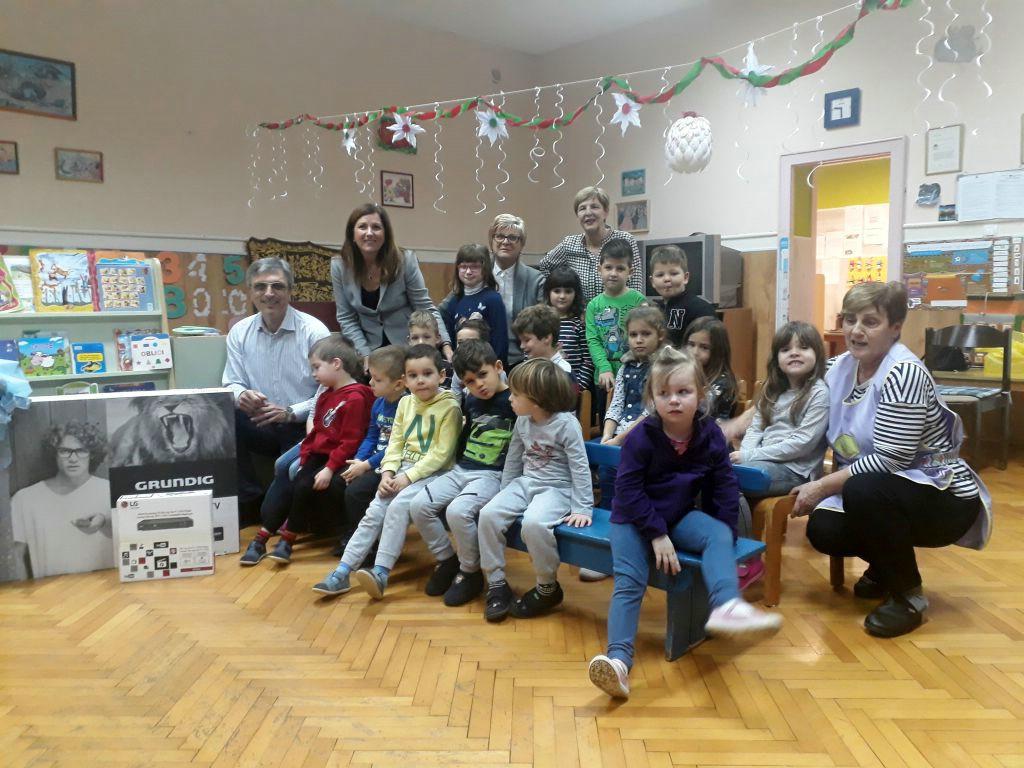 Luka Stepančić darovao raške vrtićarce