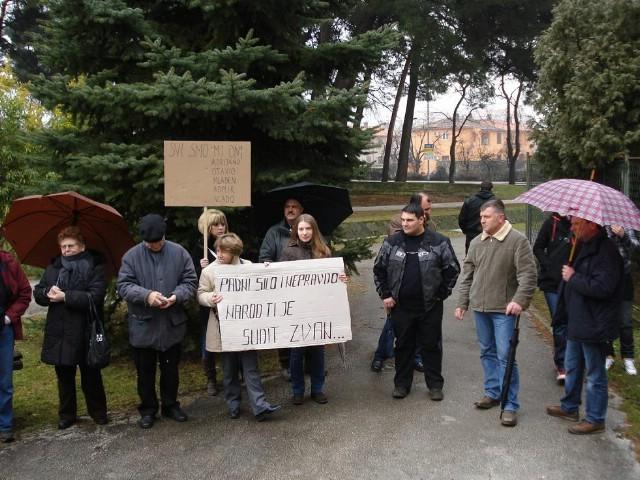 """Odgođena rasprava prosvjednicima protiv Rockwoola - """"svi smo mi Adrijano, Otavijo, Admir, Mladen i Vlado"""""""