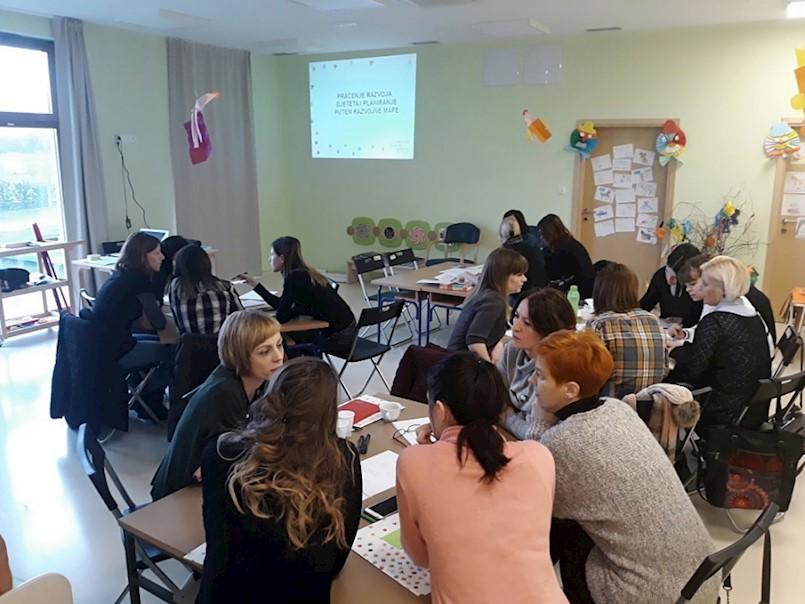 """U Dječjem vrtiću Kockica u Kršanu održana radionica """"Praćenje razvoja djeteta i planiranje uz pomoć razvojnih mapa"""""""