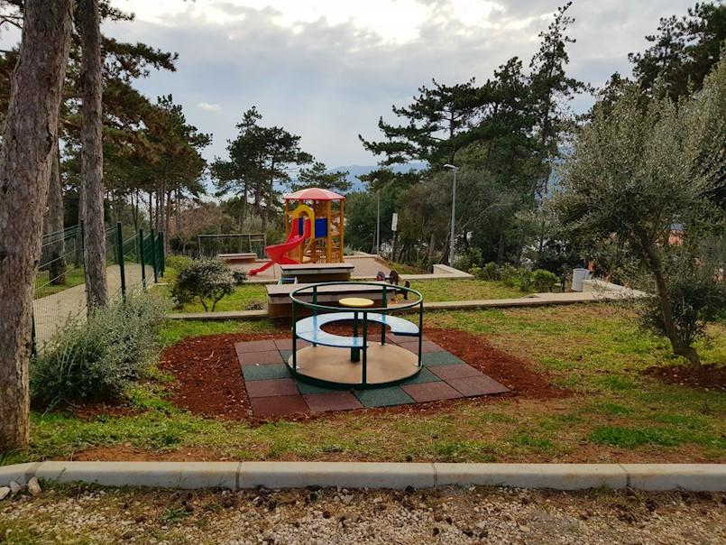 Uređeno dječje igralište u Rapcu