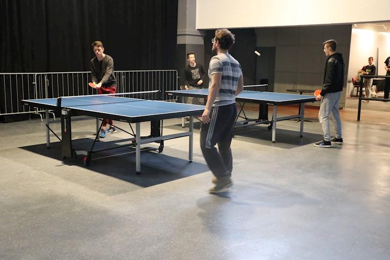 """Stolnoteniskim turnirom završen projekt """"Inicijativa za rekreativno igranje stolnog tenisa u Klubu mladih"""""""