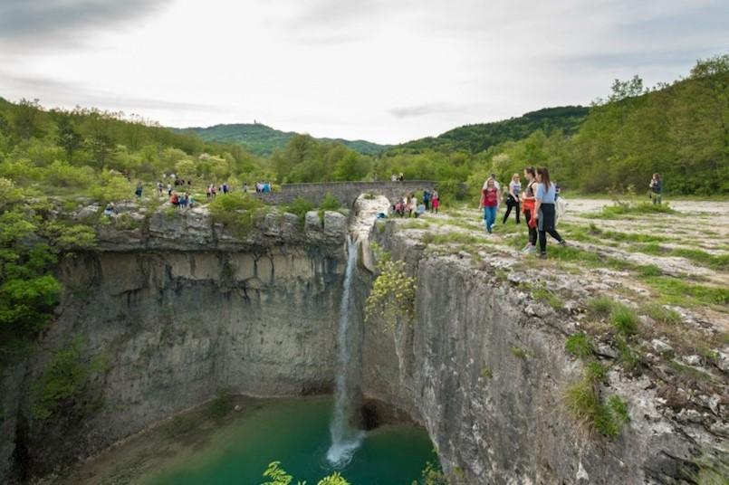 Pješačenju na Slap Sopot odazvalo se više od stotinu ljubitelja prirode