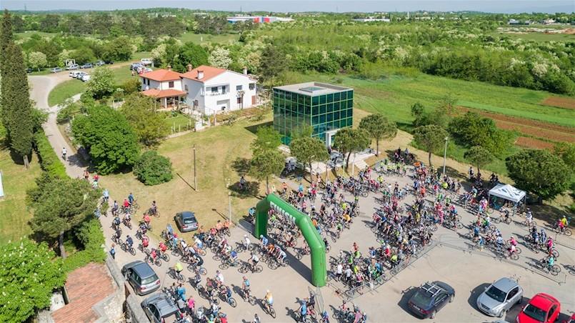 """380 sudionika na gastro biciklističkoj manifestaciji """"Terra Albona"""""""