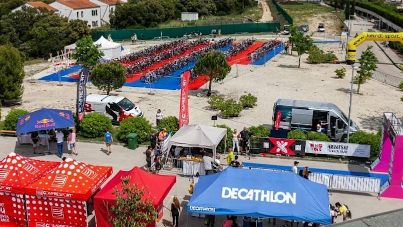 Labinski triatlonci sudjelovali na međunarodnom dugom triatlonu u Petrčanima
