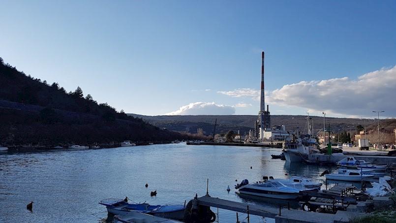 Pomorska nesreća u Plominskom zaljevu: Dva muškarca ispala iz glisera, a jednog je ozlijedio propeler