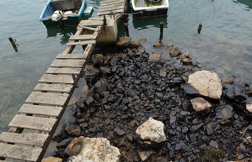 Istraga u slučaju onečišćenja mora u Luci Bršica proširena na tri hrvatska državljana