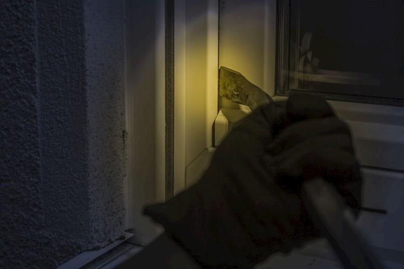 Labin: Maloljetni Čeh osumnjičen za provalu u trgovinu