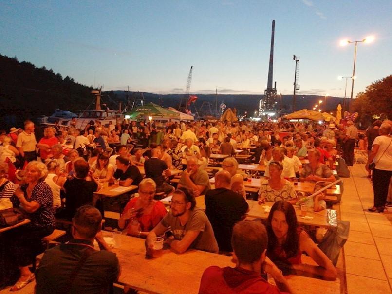 Tisuće posjetitelja guštalo u glazbi i morskim delicijama na Ribarskoj fešti u Plomin luci