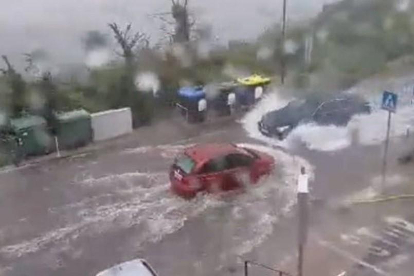 POTOP U LABINU: Bujice vode na cestama otežavaju promet, na postaji Ripenda Vicani zabilježeno nevjerojatnih 65 mm!