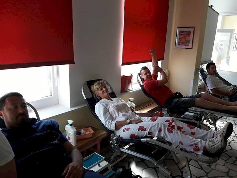 [HITNA OBAVIJEST] Zbog KATASTROFALNE situacije sa zalihama krvi, molimo sve koji mogu da daruju krv danas u Labinu,od 9-13 i 14-17 sati