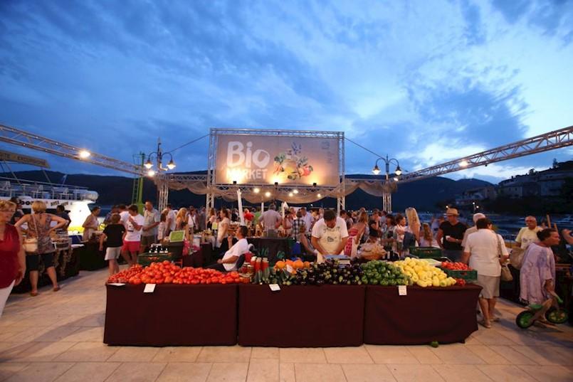 6. BIO MARKET – sajam ekoloških proizvoda i radionica sirove hrane u petak 14.9. na rivi u Rapcu