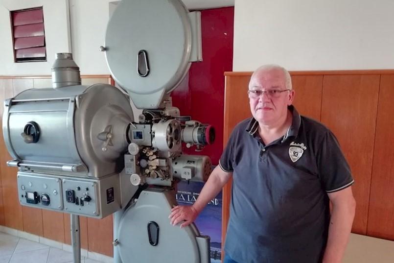 SREĆKO PRKUT, KINOOPERATER: Kino u Labinu treba premjestiti i urediti / u mirovinu otišao dobri duh labinskog kina
