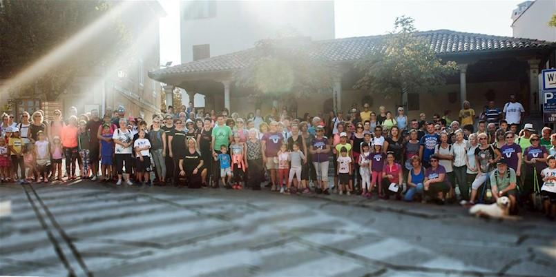 Više od dvjesto građana na nedjeljnom pješačenju (fotogalerija)