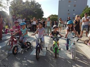 Održana biciklijada za klince, mališani se okušali u brzini i spretnosti vožnje biciklom