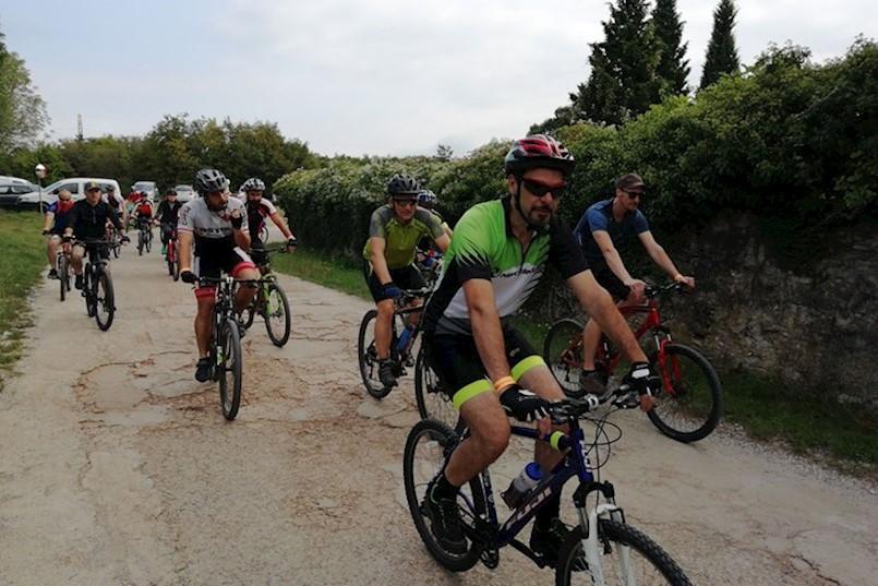 JESENSKA REKREATIVNA GASTRO BICIKLISTIČKA MANIFESTACIJA TERRA ALBONA: Sudjelovalo više od 330 biciklista pa i cijele obitelji