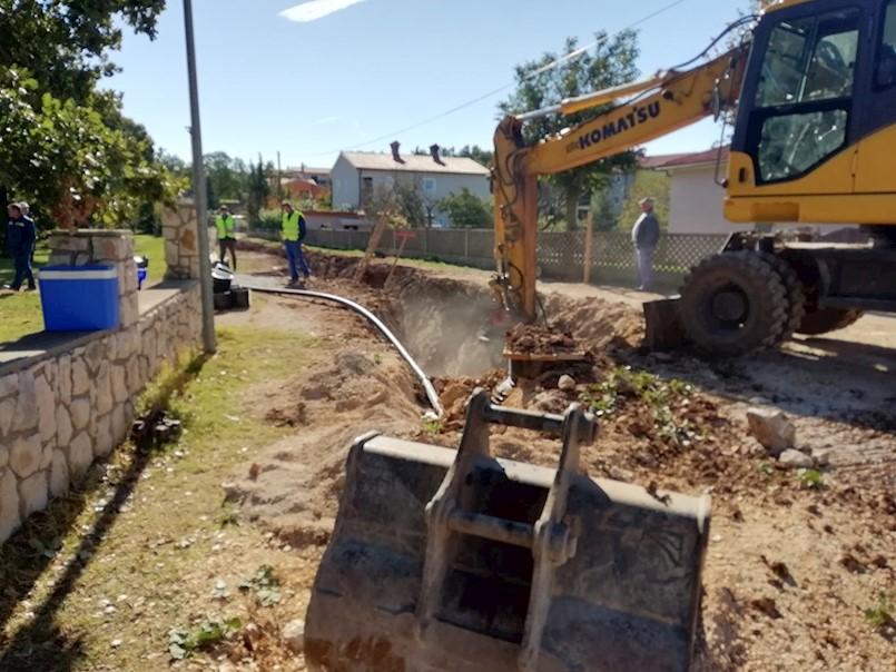 Na Štrmcu se gradi se sustav odvodnje, mještani negoduju zbog kašnjenja radova