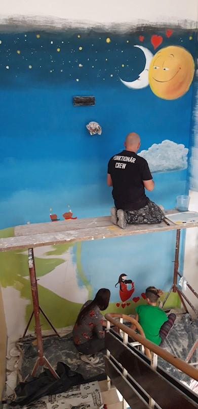 """Udruga Kreativna akademija iz Labina oslikala zidove Dječjeg doma """"I.B. Mažuranić"""" iz Lovrana"""