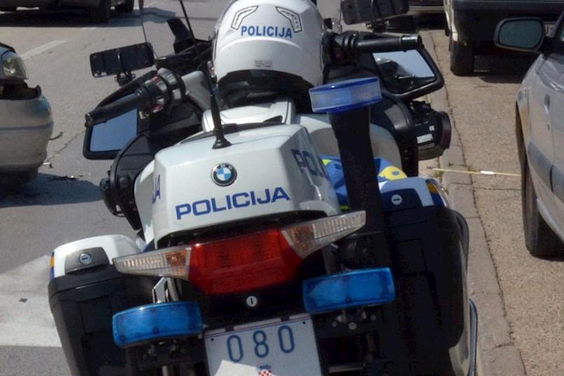 Na cesti Raša - Labin prometna nesreća, SUDARILA SE DVA AUTOMOBILA