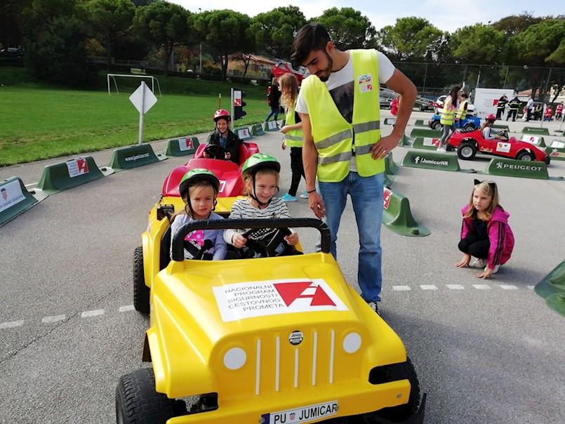 Labin | PROGRAM PROMETNE KULTURE ZA NAJMLAĐE: Učenici drugih razreda učili o sigurnosti u prometu