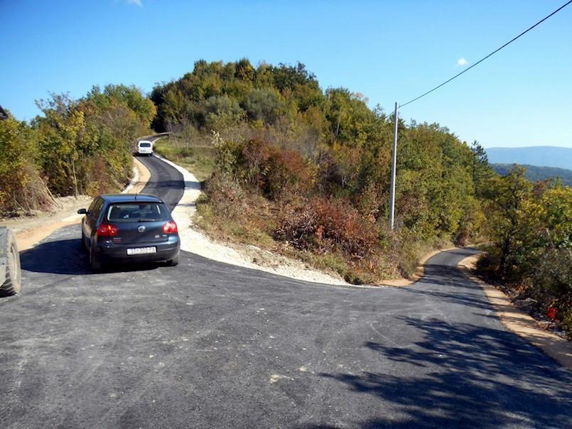 Jednom asfaltiranom cestom spojene su tri istarske općine - Gračišće, Cerovlje i Pićan